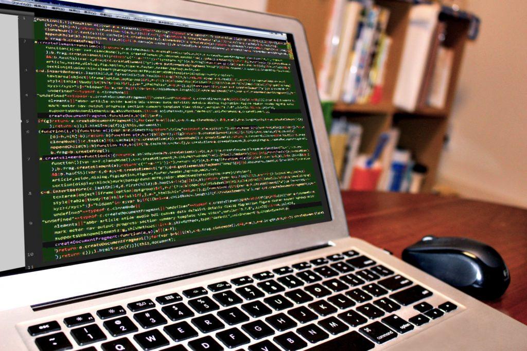 コンピューターウイルスに感染したパソコン